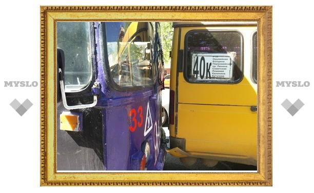 Центр Тулы из-за столкновения троллейбуса и маршрутки встал в пробке