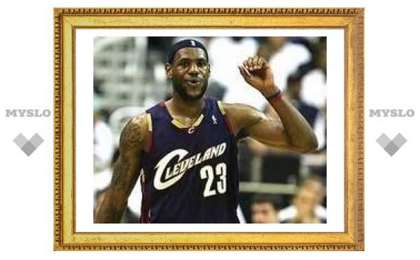 ЛеБрон Джеймс вывел свою команду в четвертьфинал плей-офф НБА