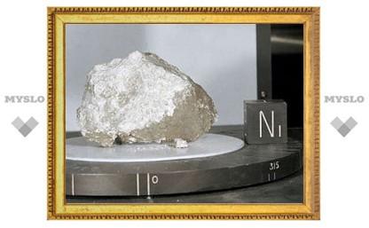 """В привезенных """"Аполлонами"""" лунных образцах нашли воду"""