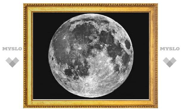 Выбросы Солнца обдирают Луну