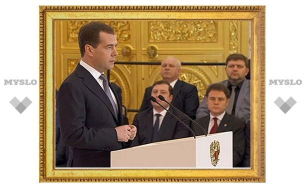 Медведев отказался поднимать налоги