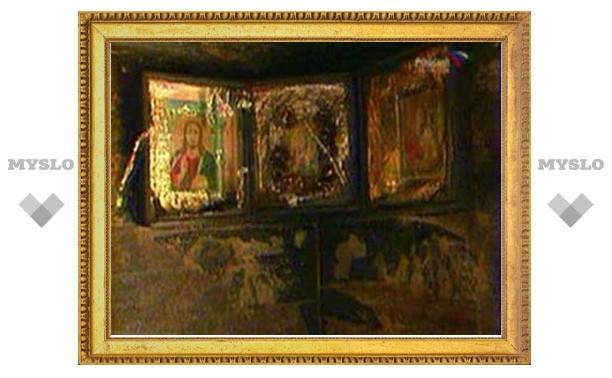 В Туле вор украл из квартиры иконы
