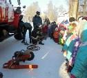 Узловские спасатели провели показательные выступления для детей
