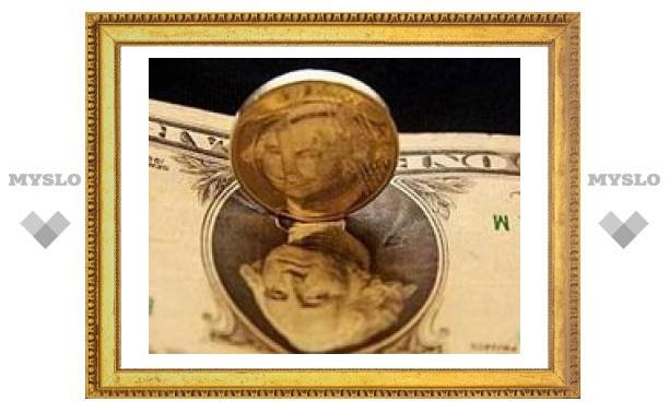 Доллар упал рекордно низко