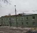 В Алексине сильный ветер сорвал крышу с жилого дома