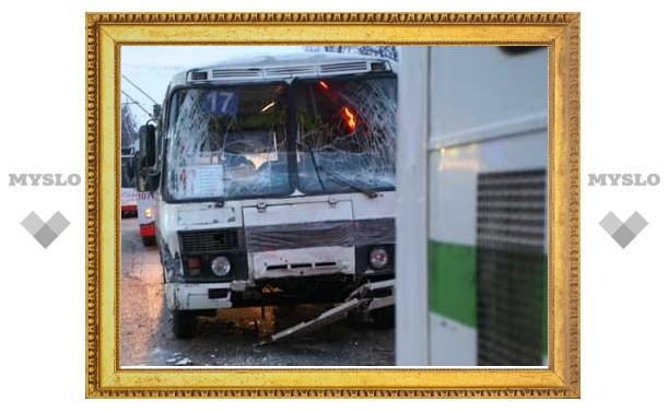 В столкновении двух автобусов в Туле виноваты неисправные тормоза?