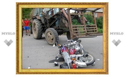 В Туле при столкновении мопеда и трактора погиб ребенок