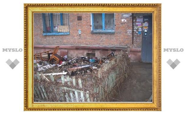 У туляков за окнами валяется мусор