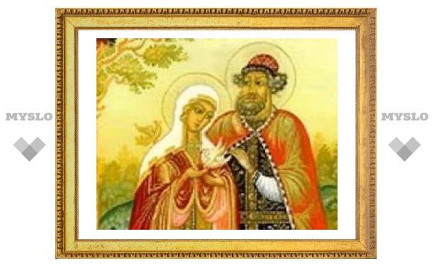 В День семьи, любви и верности во всех храмах РПЦ пройдут богослужения