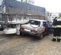 На М-2 «Крым» ВАЗ влетел в грузовик