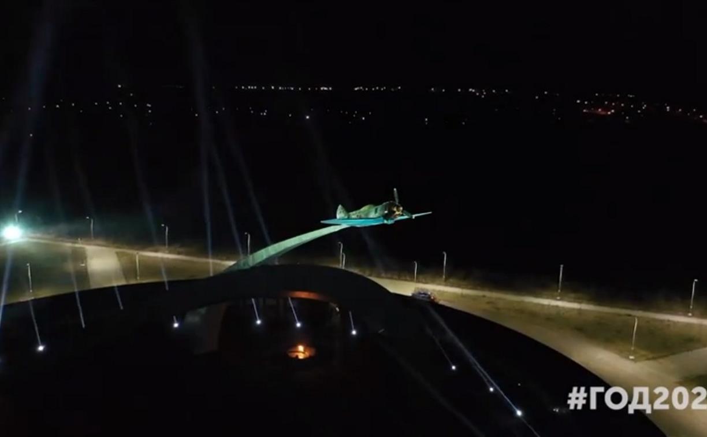 На воинских мемориалах Тульской области включили световую проекцию: видео