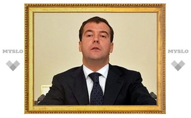 Медведев получил билет библиотеки имени Ельцина