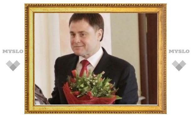 Владимир Груздев поздравил тулячек с праздником