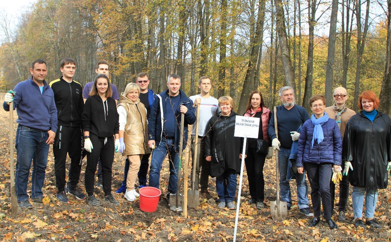 Депутаты Тульской областной Думы высадили яблони в Тургеневской усадьбе
