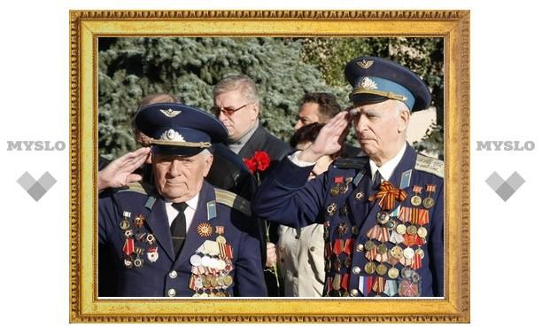 К воинским мемориалам и памятникам возложили цветы