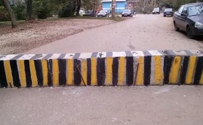 Жители домов по ул. Металлургов не поделили дорогу