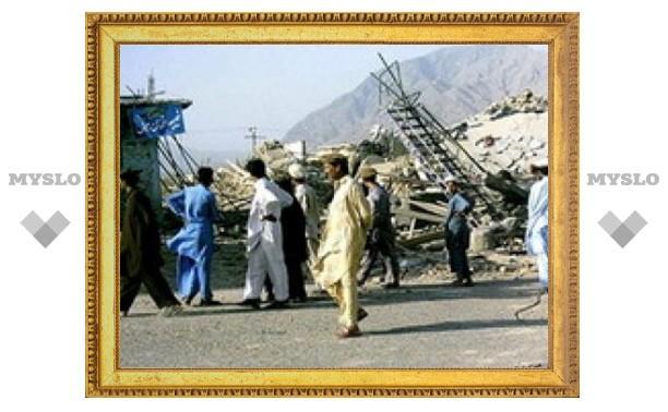 Пакистанский смертник подорвал четырех человек