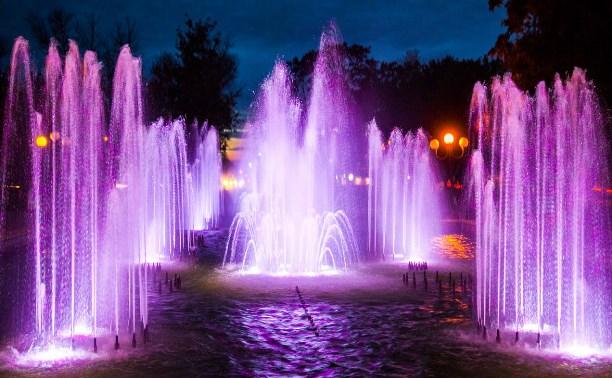 В Кировском сквере открылся светомузыкальный фонтанный комплекс: Фоторепортаж Myslo