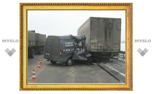 """Под Тулой """"Газель"""" врезалась во """"Фредлайнер"""""""