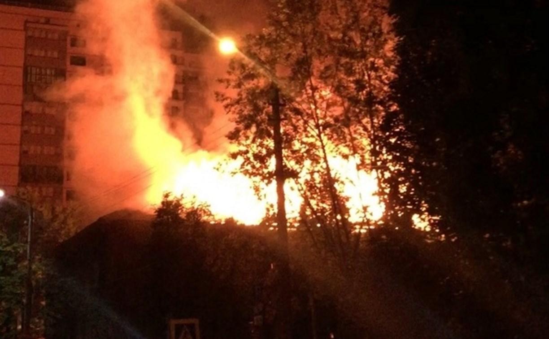 В Туле 18 пожарных тушили горящий дом на ул. Пушкинской