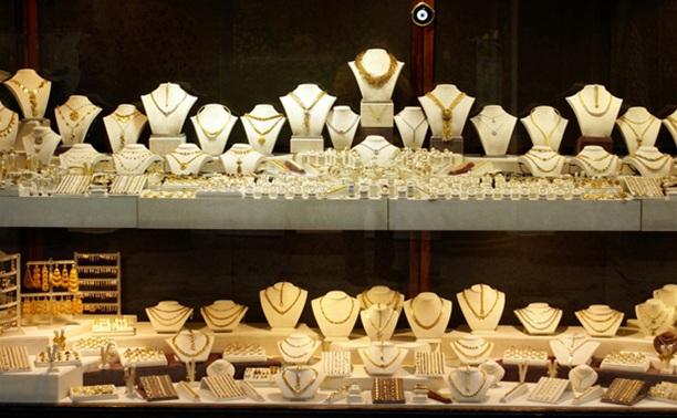 Из ювелирного салона в ТРЦ «Гостиный двор» украли коробку золота