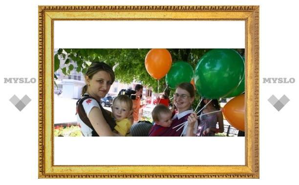 В Туле прошел парад мам и детей