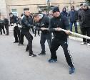 Тульские полицейские соревновались в перетягивании каната и подтягивании на перекладине