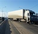На мосту в Алексине столкнулись УАЗ и грузовик