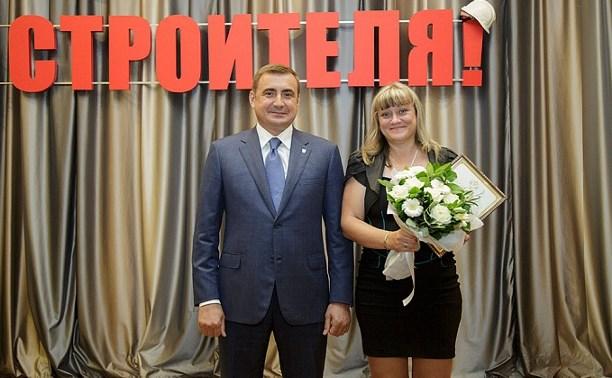 Алексей Дюмин поздравил представителей строительной отрасли с профессиональным праздником
