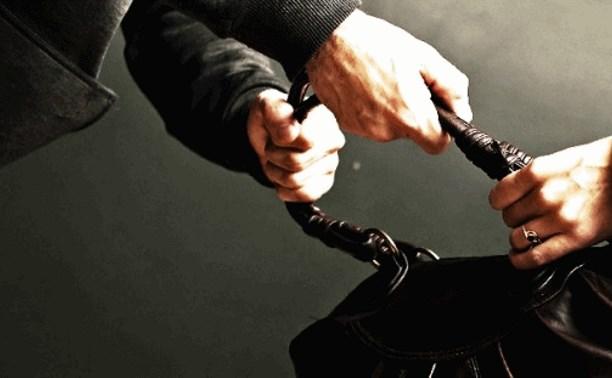 Доставленный в полицию за кражу туляк ограбил прохожую, когда его отпустили