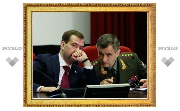 Медведев потребовал создать полицию до августа