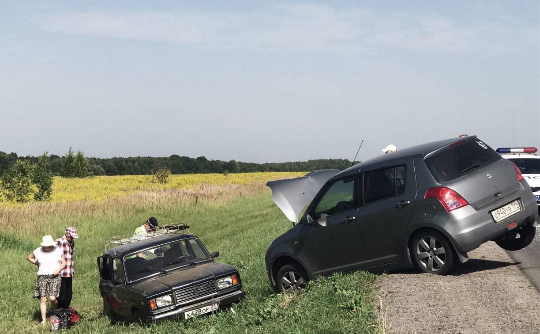 На трассе «Крым» две легковушки съехали в кювет