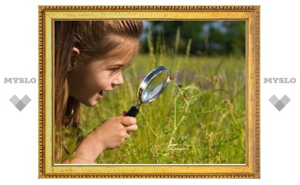 Частые прогулки защищают детей от близорукости
