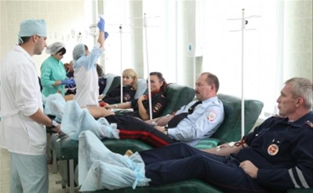 Тульские полицейские стали донорами крови