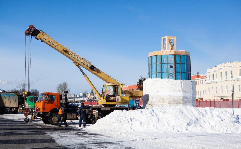 В Туле на Казанской набережной слепят огромного снеговика