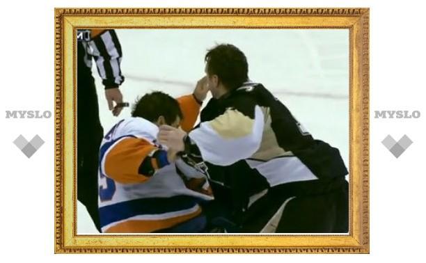 Вратарь НХЛ выиграл драку одним ударом