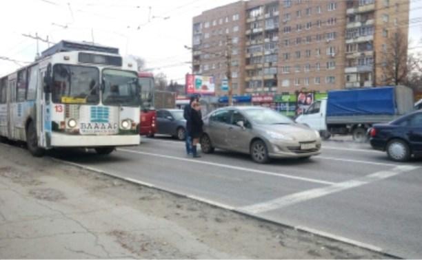 """Пежо"" и автобус устроили пробку на проспекте Ленина"