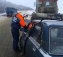 Под Щёкино «семерка» врезалась в трактор, который чистил дорогу от снега