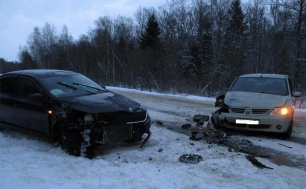 На дороге «Железня-Алексин» столкнулись «Шкода» и «Рено»