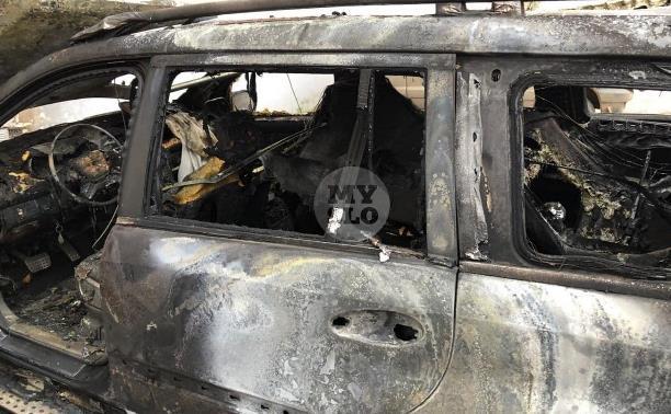Ночью в Туле сгорел Mercedes: хозяин авто уверен, что это поджог