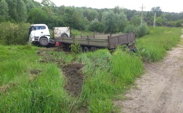 В Алексинском районе пьяный водитель грузовика устроил «дрифт» на дороге и оказался в кювете