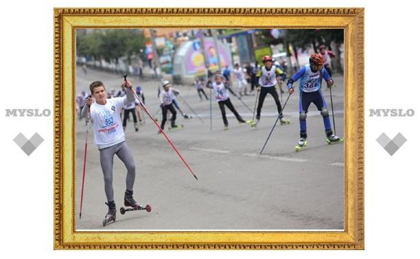 По проспекту Ленина в Туле проехались лыжники