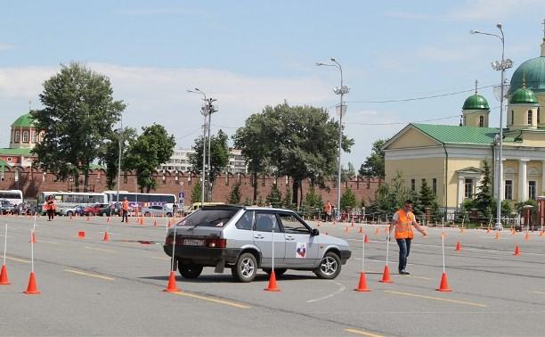 В Туле проходят соревнования по автомобильному многоборью