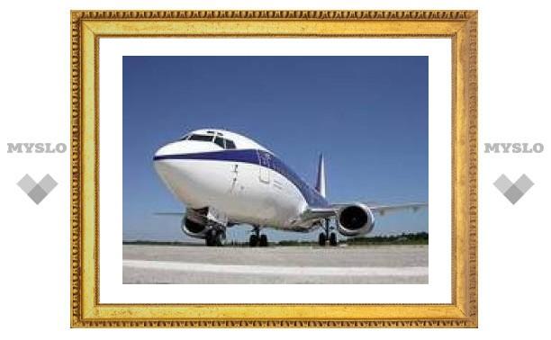 """В """"Домодедово"""" сел Boeing 737 с неисправным двигателем"""