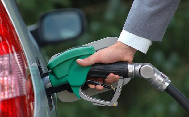 В августе бензин подорожает на 1,5 рубля