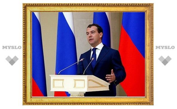 Медведев разрешит налоговикам взыскивать долги с россиян в обход суда