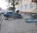 На улице Советской водитель ВАЗ-2110 снёс остановочный павильон