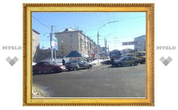На Красноармейском проспекте столкнулись три авто