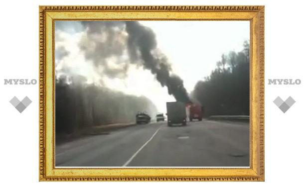 Под Тулой очевидец снял на видео горящую пожарную машину