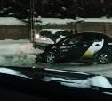В Туле после столкновения с такси машина отлетела к кладбищенской стене
